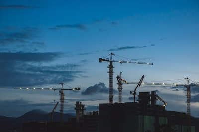 Which is better for a builder: building management or managing your own site?